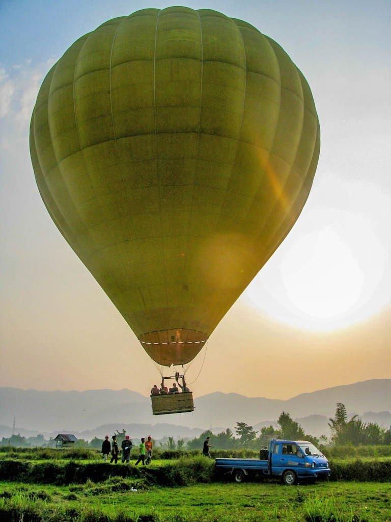 Van Vien, Laos