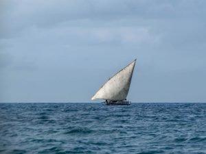 Типична суахили лодка- дол с едно платно.