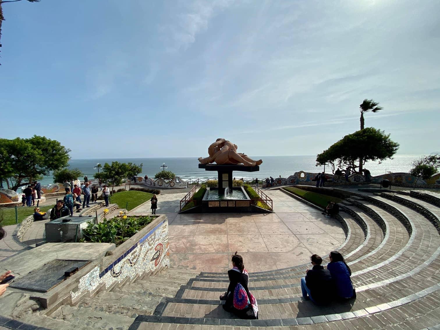 Паркът на любовта в Лима,Перу