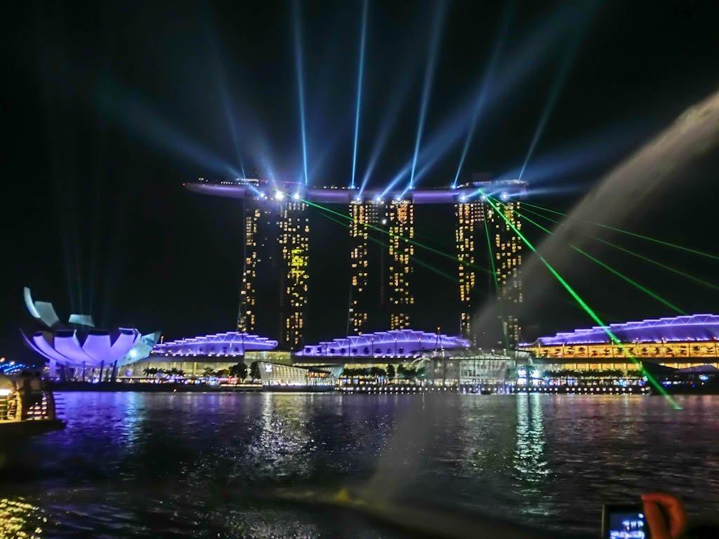 Индонезия- когато в Бали празнуват победата на доброто, и Сингапур- гордия град на лъва