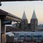 Изглед от традиционен ресторант на покрива в Стун Таун