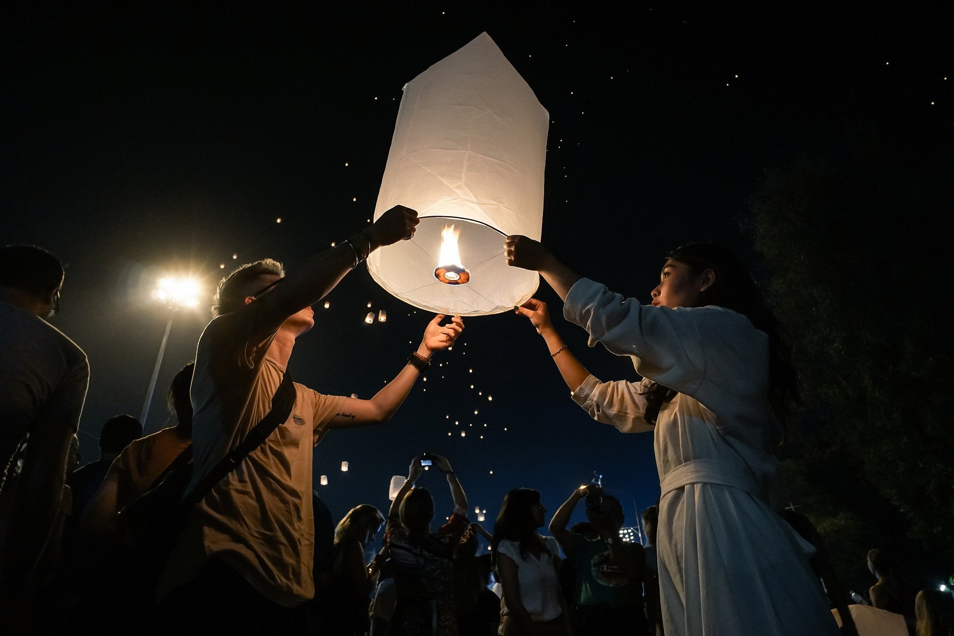 Да посетиш Тайланд по време на Йе Пенг фестивал