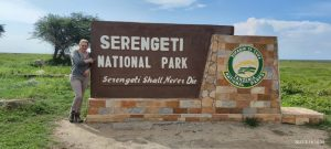 Пред главния вход на Серенгети Национален парк, група 2021г