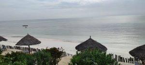 Плажът на хотела в Джамбиани, Занзибар, група 2021г.