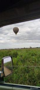 Балон, летящ в Серенгети Национален Парк