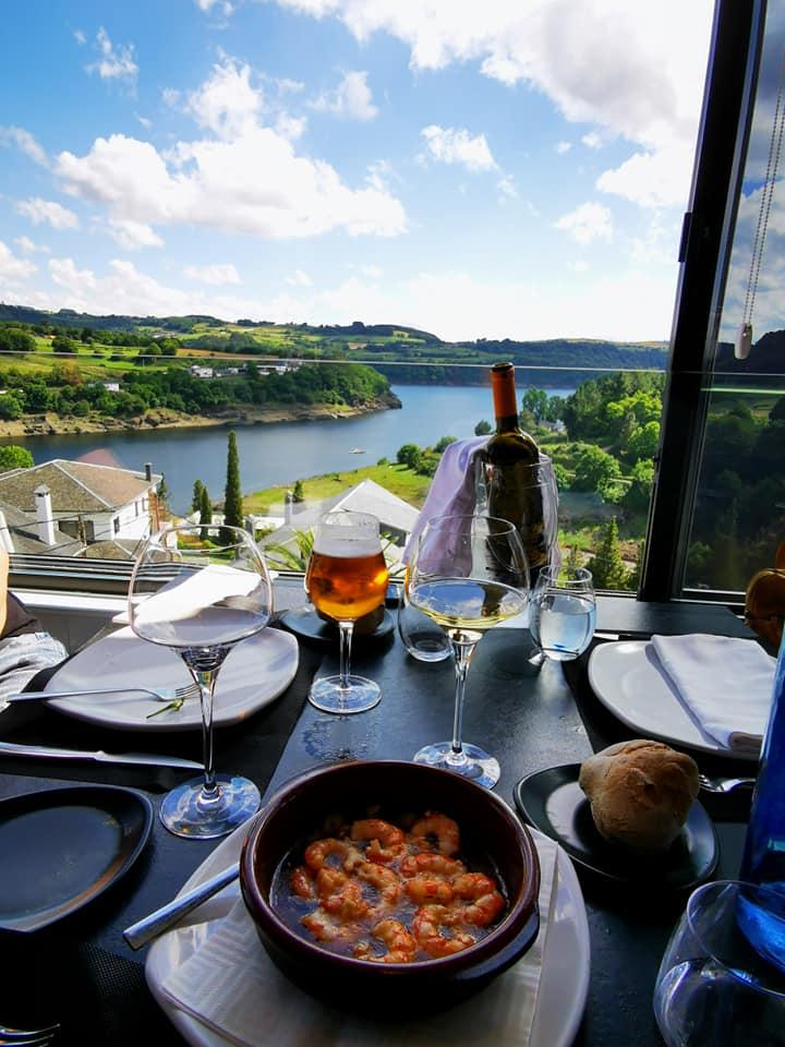 Вечеря в ресторант с изглед към реката- Портомарин