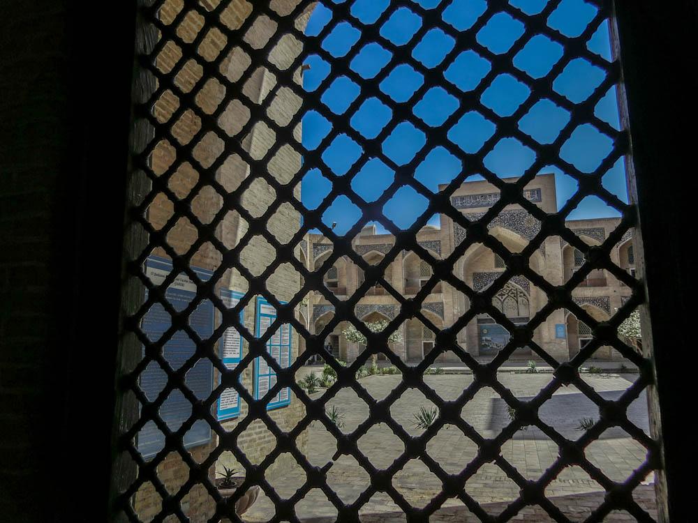 """Вътрешен двор на Медресето """"Мири Араб"""" , част от Архитектурен ансамбъл """"Пойкалон"""""""