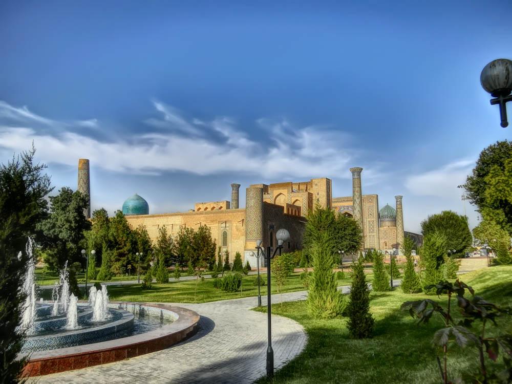 Двор към Регистан, Самарканд
