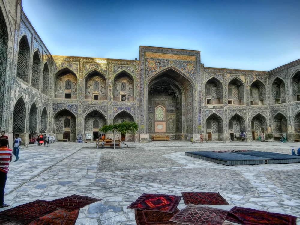 Вътрешен двор на Регистан, Самарканд